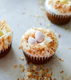 Banana Carrot Cake Cupcakes with Coconut Cream Cheese Frosting | howsweeteats.com