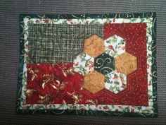 Holiday Mug Rug with hexies