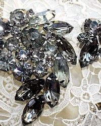 Vintage Weiss Rhinestone Smoke Grey Demi Set-brooch,collectible, signed, jewelry,