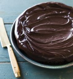 Free up your oven this Thanksgiving by making this Slow Cooker Chocolate Cake in the #crockpot. It's all natural and doesn't use boxed cake mix!