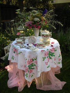 a dreamy Wilendur vintage tablecloth ~ gorgeous table setting ~ love the gauzy under layer ~ perfection!