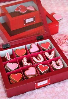 Love this box o' cookies for valentines!