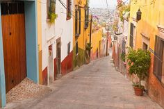 Steep Streets in Colonial Mexico by Woodkern, via Flickr #ridecolorfully época coloni, coloni mx, coloni mexico