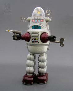 ROBBY THE ROBOT tin toy wind-up by OTTI by LUNZERLAND.