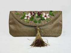 SILK EMBROIDERED CLUTCH BAG Golden | chinese embroidery tutorial bag golden, clutch idea, embroid clutch, clutch bags