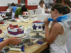 So much red, white and blue happening at our 4th of July cake decorating class!