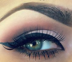 nail, eye makeup, cat eyes, shadow, pastel pink, beauti, eye liner, hair, makeup idea