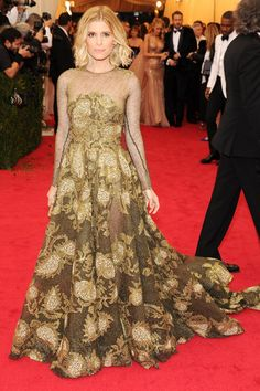 Kate Mara wore a Valentino Couture spring/summer 2014 gown.