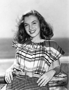 Norma Jean Baker 1945 - photo by Joseph Jasgur//