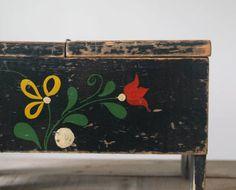 Vintage Folk Art Shoe Shine Box Vintage Tole Work by 5gardenias