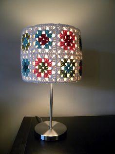 granny square lamp - #naturadmc