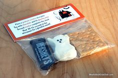 Halloween S'mores Ghost Peep Treat with FREE downloadable template!  Great for school snacks or party favors party favors, idea, treat bags, smore treat, student gift, halloween treats, holiday crafts, school snacks, halloween smore