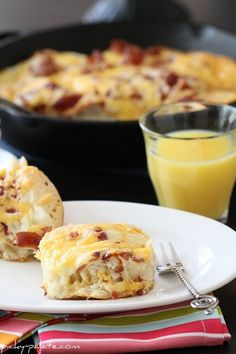 Cheesy Bacon Biscuit Pull Aparts- great breakfast for overnight guests!