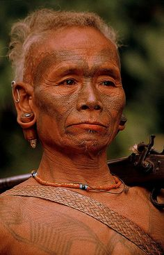 India - Nagaland MOST OF NAGA PEOPLE LIVE IN INDIA, SUCH AS NAGA LAND OF NORTHWEST INDIA, STATES OF MANIPUR AND AP ....ON MYANMAR SIDE OF THE BORDER LIVE MUCH SMALLER POPULATION OF SOME 100 000 NAGAS.. THEY SPREAD AROUND WESTERN SAGAING DIVISION FROM PATKOI RANGE IN NORTH TO THAUNGDYAT IN SOUTH. FROM INDIAN BORDER IN WEST TO RIVER CHINDWIN IN EAST.