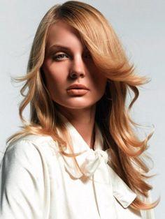 Cabello en capas, encuentra más peinados para verte más delgada aquí...http://www.1001consejos.com/peinados-para-verse-mas-delgada/