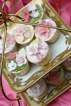 *Flower cupcakes