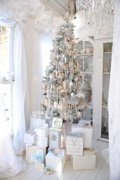 Vintage Totally White Home Cristmas Decorating Ideas 14  Vintage Totally White Home Christmas Decorating Ideas
