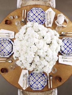 AMAZING white flowers // www.pinterest.com/sustyparty