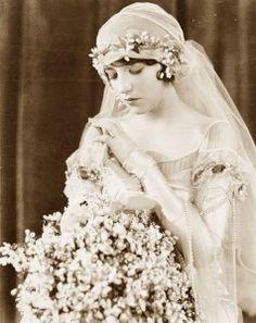 1920s bride---with juliet cap veil