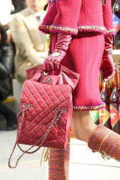 fashion weeks, paris fashion, chanel handbags, chanel bags, purs, runway, pink, fall 2014, chanel fall