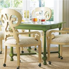 Perfect color for table and chairs