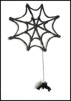 Love the look of the glittery web! (Halloween Crafts for Kids: Sparkly Spiderweb & Spider)~ BuggyandBuddy.com