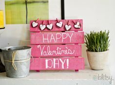 Make your own Valentine's Day Mini Pallet Sign! #blitsy #blitsycrafts
