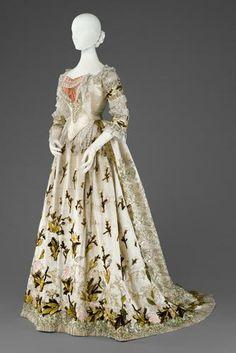 """Dress worn by Empress Elisabeth of Austria (aka """"Sisi""""), ca 1880, Kunsthistorisches Museum Vienna"""