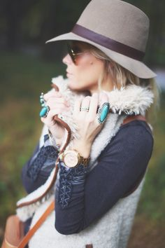 LOVE this vest/hat combo by @Mary Lawless Seng > HAPPILY GREY! And that pop of turquoise from her rings? Amaze.