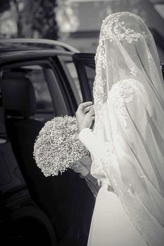 Veil and baby's breath bouquet | Pin discovered by Kelly's Closet bridal boutique in Atlanta, Georgia