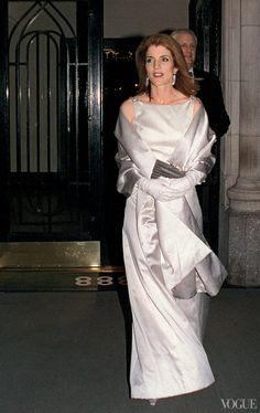 Kennedy on pinterest carolyn bessette kennedy caroline for Tatiana schlossberg wedding dress
