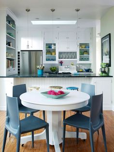 Adjoining Spaces Rather than having one large dining space, consider working in two separate but adjoining dining areas. Here, a small table fits into a snug breakfast nook without crowding the space. Although it only provides seating for four, the adjoining countertop offers bar seating for more and opens the dining space to the kitchen for an airy floor plan.