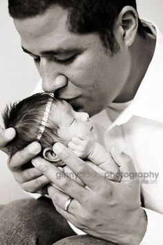 professional-family-portrait---father-daughter-photos--infant-photography-poses--newborn-photographer