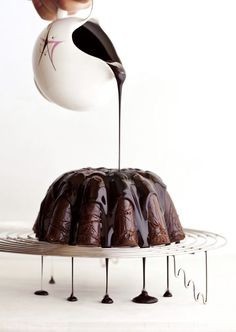 No-bake chocolate biscuit cake with nutella ganache