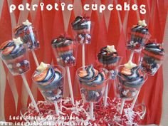 patriotic cupcakes by Lady Behind the Curtain curtains, juli 4th, fourth of july, mini cupcakes, 4th julysumm, minis, patriot cupcak, patriot mini, juli food