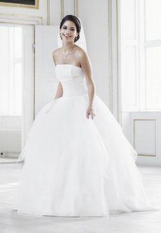sch ne klamotten on pinterest bridal collection bridal wedding dresses and hochzeit. Black Bedroom Furniture Sets. Home Design Ideas