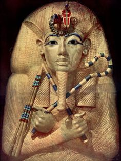 golden-coffin-of-egyptian-king-tut-made-in-his-image