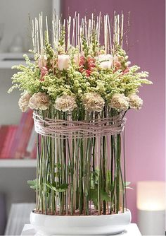 Kunstwerkje met Solidago Carzan Estelle flower arrang, centerpiec, pastel flower, flower centrepiec