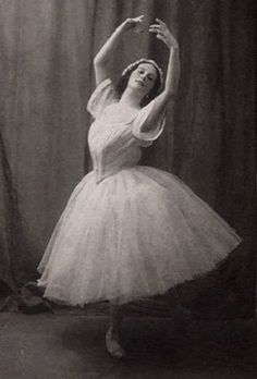 vintage dance; Ballerina Anna Pavlova old ballet photo
