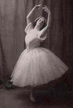 vintage dance; Ballerina Anna Pavlova old ballet photo