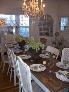 Gorgeous dining room ! (pinned from a home tour on Sweet Vintage of Mine)