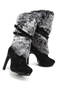 Chic faux fur boot