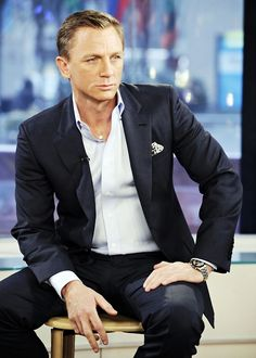 Daniel Craig. Navy suit. Grench cuff. Pocket square. No tie.
