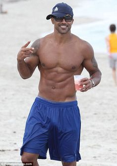 Shemar Moore--Does he even need any other words...this is my Halle Berry LOL Shemare Moore, Beach Parti, August Beach, Shemar Moore, At The Beach, Sexi Men