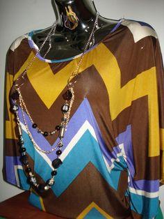 Espectacular Bluson estampado geométrico con su collar