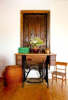 The old sewing machine from an antique shop was turned into writing table. via designtripper.com writing table, antique sewing machines, decorating ideas, foyer, sew machin, vintage sewing machines, entryway, old sewing machines, antiques