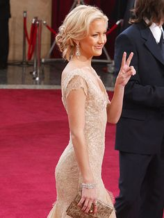 This hair is so pretty! Kate Hudson from the 2003 Oscars
