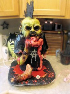 punk rock zombie cake! i'm loving this talent.  #horror #cake #halloween