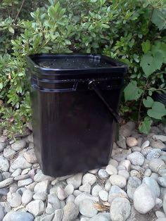 Mini compost bin DIY
