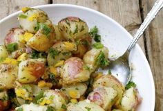 Fresh Tarragon New Potato Salad-- no mayo! Made with plenty of fresh herbs, chopped vegetables, and a tangy dressing with apple cider vinegar and lemon juice